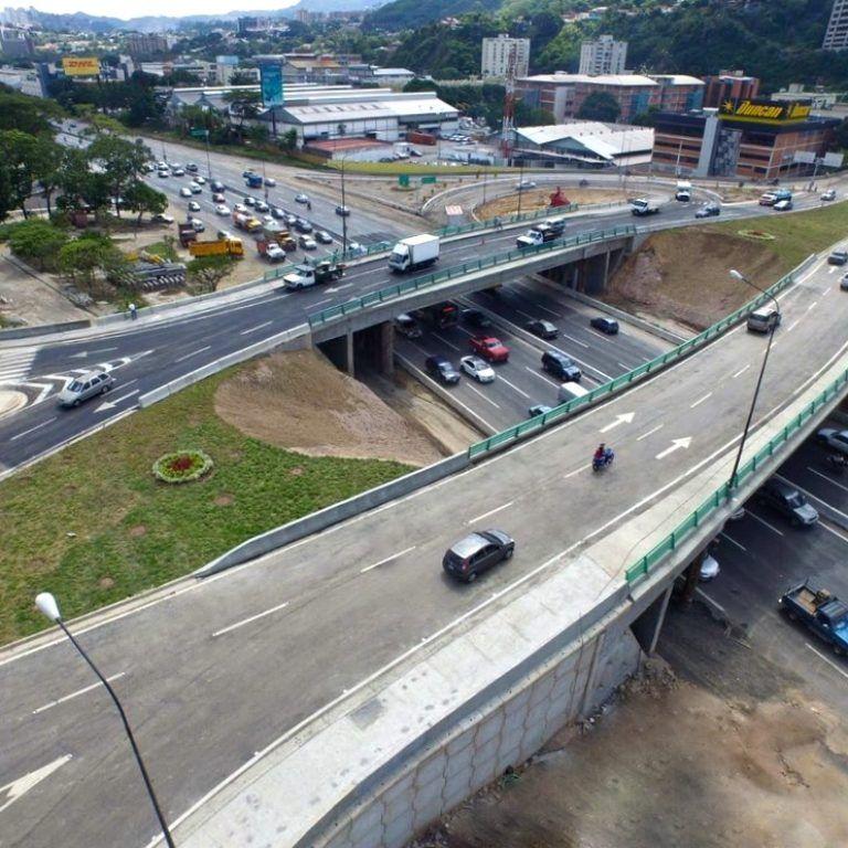 Distribuidor y puentes gemelos de Los Ruices
