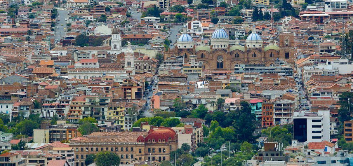 CIUDADES INTERMEDIAS COMO PRESTADORAS DE BIENES Y SERVICIOS: EL CASO DE CUENCA, ECUADOR