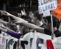 La muchedumbre en rebelión contra la dictadura global