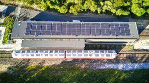 Primer tren 100% solar del mundo se mueve en Australia