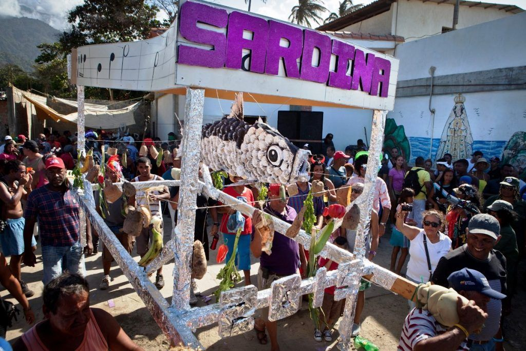 El Entierro de la Sardina despide al Carnaval