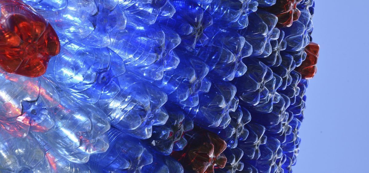 Descubren enzima mutante que recicla el plástico en horas