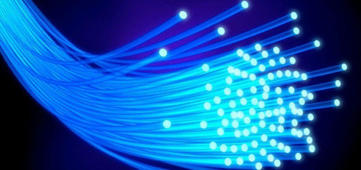 Descubren cómo convertir el agua en combustible con fibras ópticas