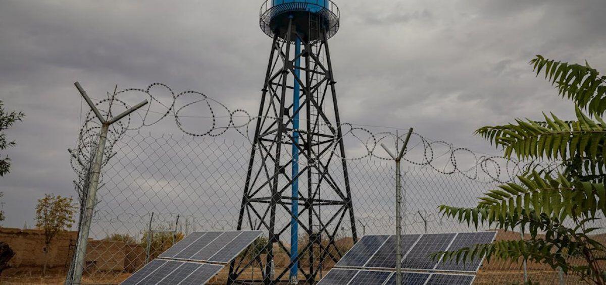 Sistema de bombas solares abastece de agua a comunidades en Afganistán