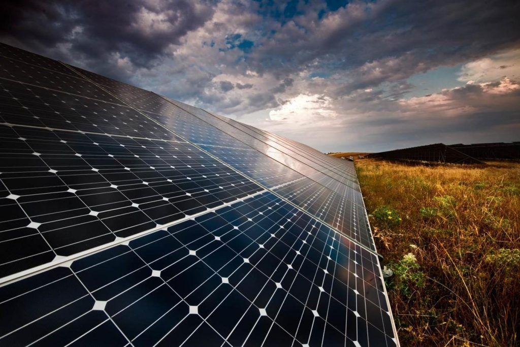 Paneles solares híbridos, una opción para tener energía día y noche