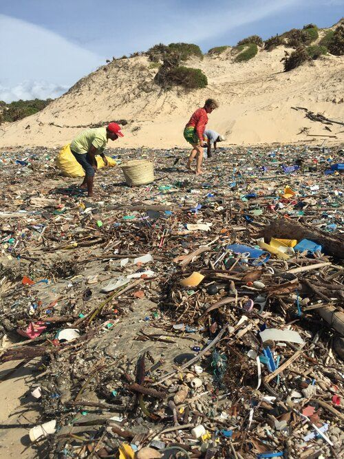 FlipFlopi primer barco hecho con plástico reciclado del mundo