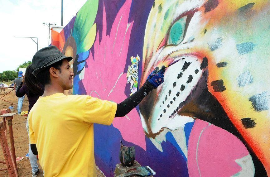 Artemio Fierro pinta murales para despertar conciencias