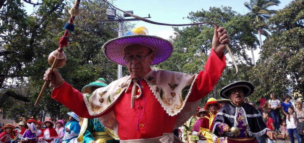 Los Vasallos de la Candelaria y sus danzas centenarias