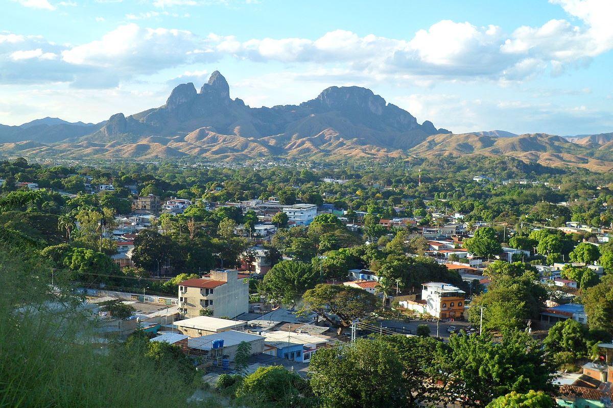 Morros de San Juan, en lo alto de los llanos centrales